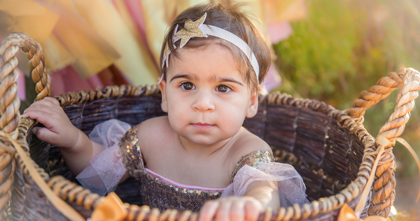Event kids photography photo session family Isabella 1st first birthday mother Natalie at Lake Balboa Park Los Angeles California 09/23/2018