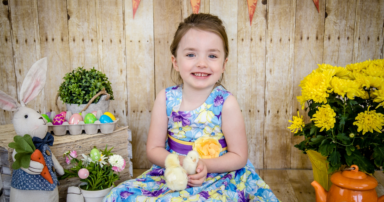 Kids photography children photo session Easter mini with baby chicks and ducklings at the studio in Sherman Oaks Los Angeles California 04/08/2017