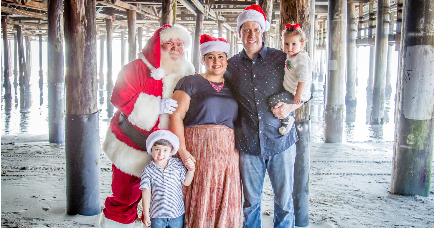 Kids photography children photo session Christmas family mini at Santa Monica beach with Santa Claus Los Angeles California 11/13/2016